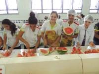 CNP - Alunos encerram  o  semestre com degustação de melancia