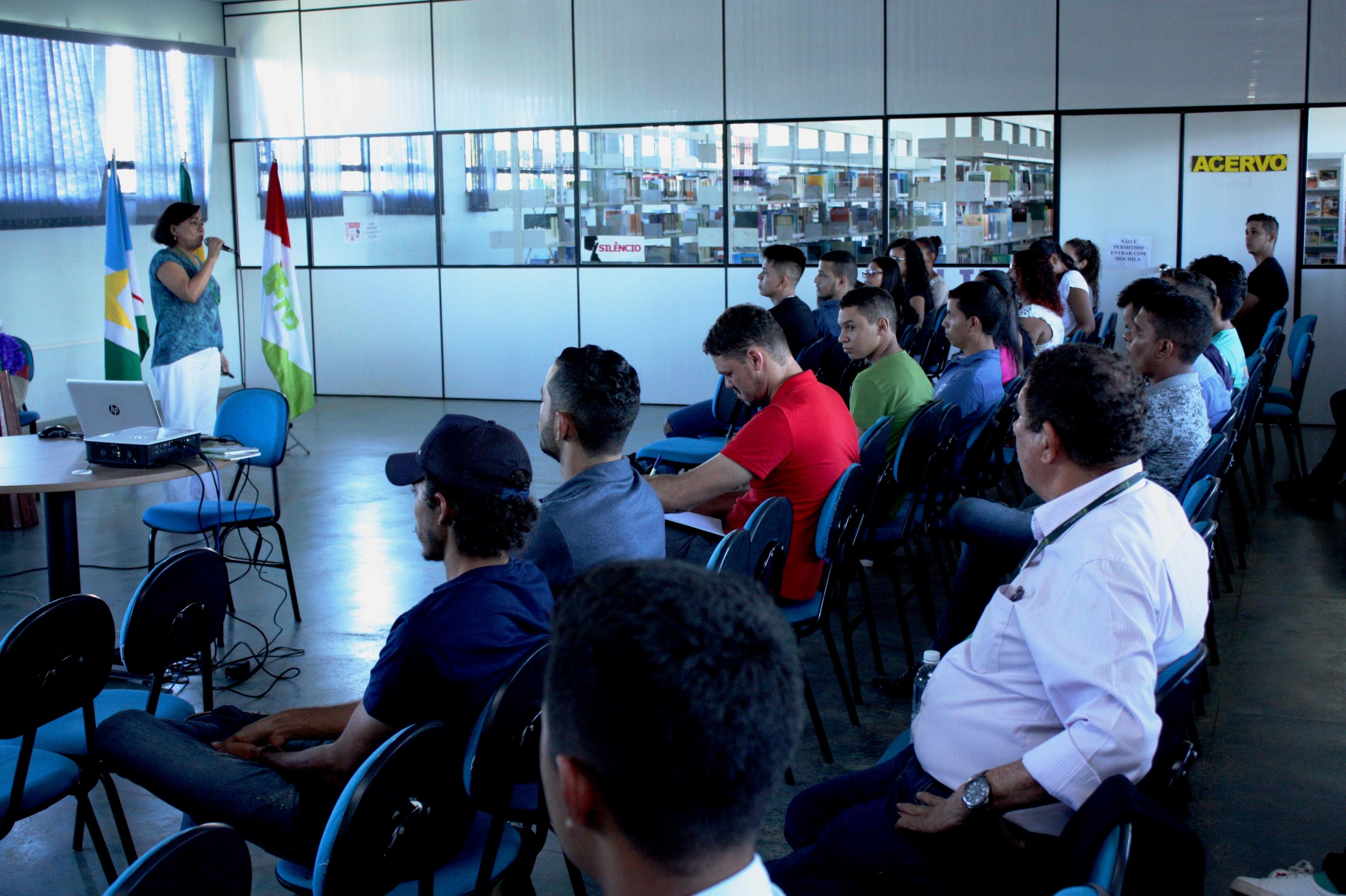 Dra. Sônia Sena Alfaia, do Instituto Nacional de Pesquisas da Amazônia (Inpa-AM, ministrou a palestra da aula magna.